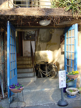 青山アパート 入口