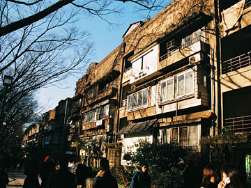 青山アパート ファサード