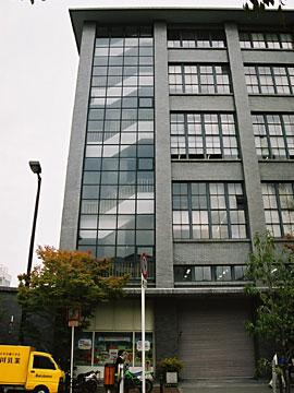 大阪中央郵便局 階段室外部