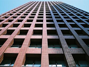 東京海上ビル 外壁見上げ