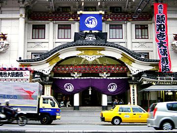 歌舞伎座 入口の唐破風