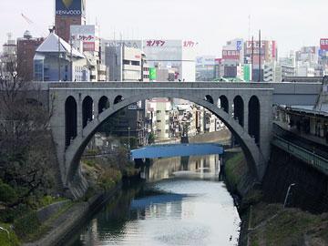 御茶ノ水橋からみた昼景