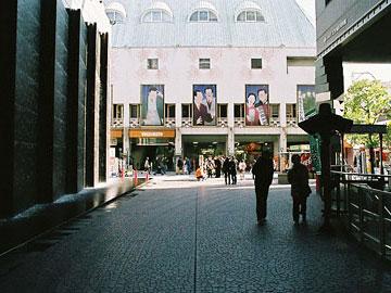 吉本会館 YES・NANBAから見たファサード