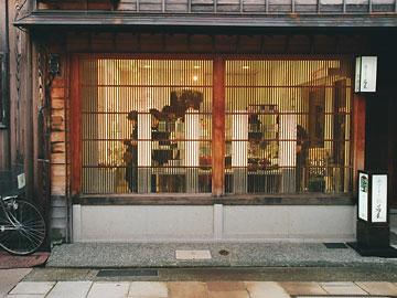 ひがし茶屋街 格子のファサード