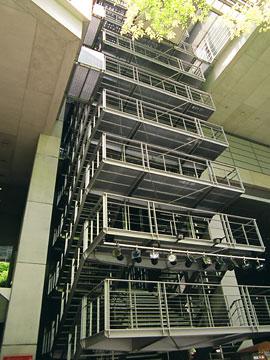 浮遊感のある非常階段