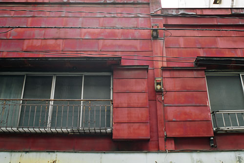 20060801-red_wall.jpg