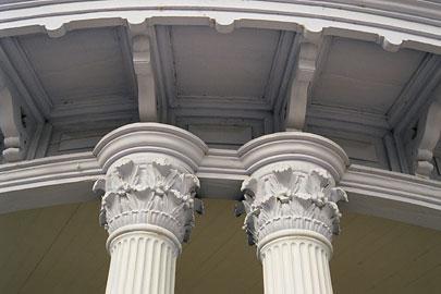 豊平館 ポルティコのコリント様式の柱頭