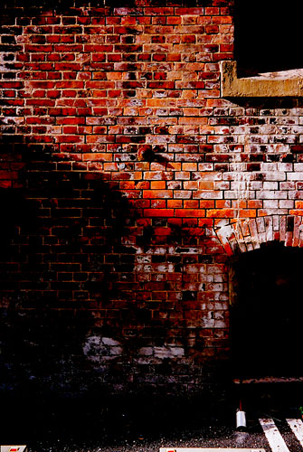 20071123-red_wall02.jpg
