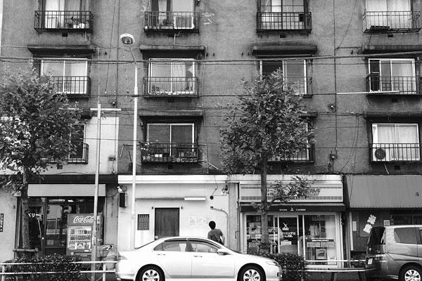 20091004-djku_facade.jpg
