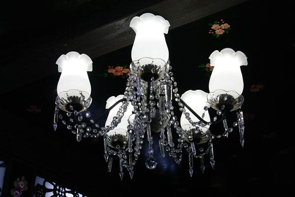 20110104-kado_chandelier.jpg