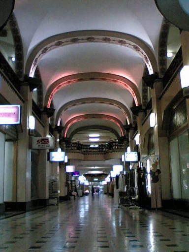 1階の商店街